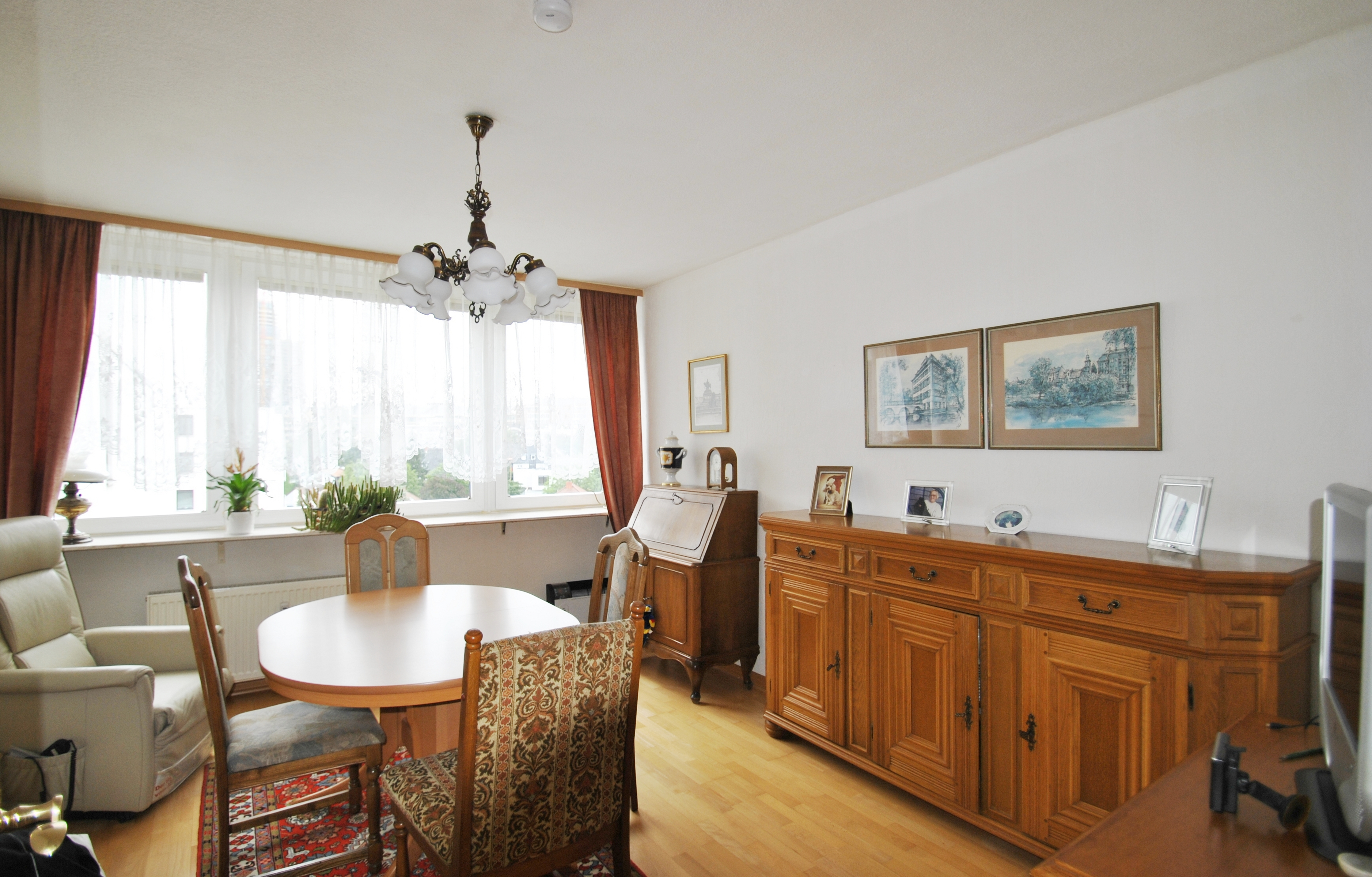frankfurt sachsenhausen gepflegte 3 zimmer wohnung mit balkon und stellplatz adler immobilien. Black Bedroom Furniture Sets. Home Design Ideas